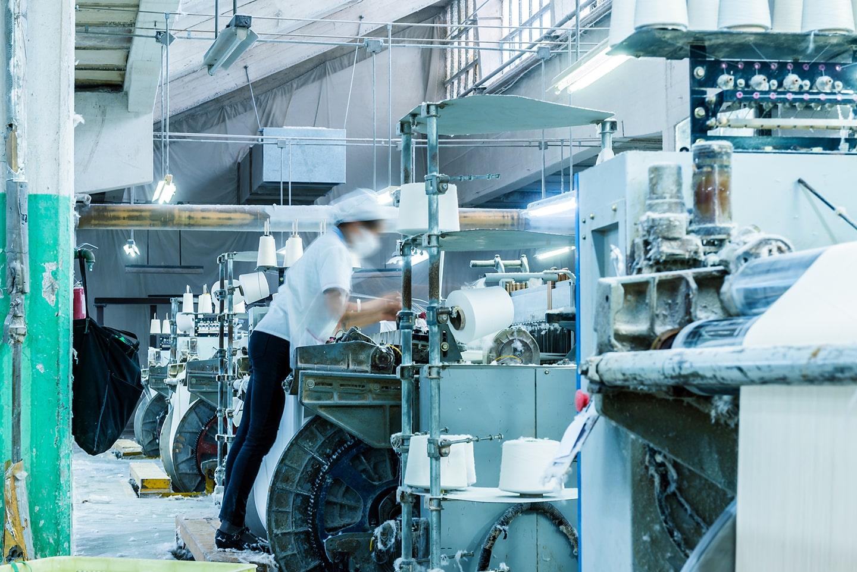 福山市の外国人留学生派遣の工場でのライン作業